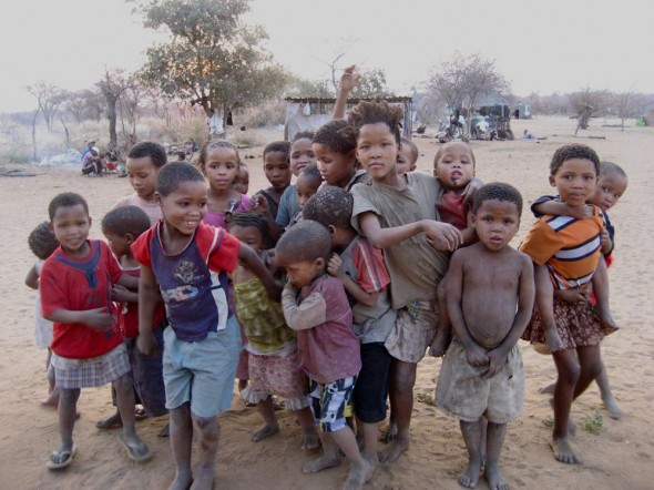Young bushmen children, Ju/'hanse San people, or as they are more commonly known, the Bushmen, near Tsumkwe, eastern Namibia.