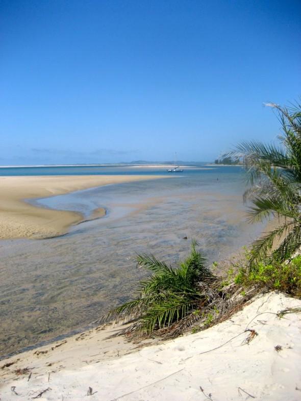 Purling passage. Pomene, Mozambique.