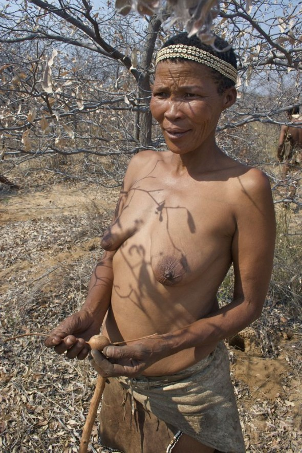 Mature woman bushman showing bush potato. Ju/'hanse San people, or as they are more commonly known, the Bushmen, near Tsumkwe, eastern Namibia.