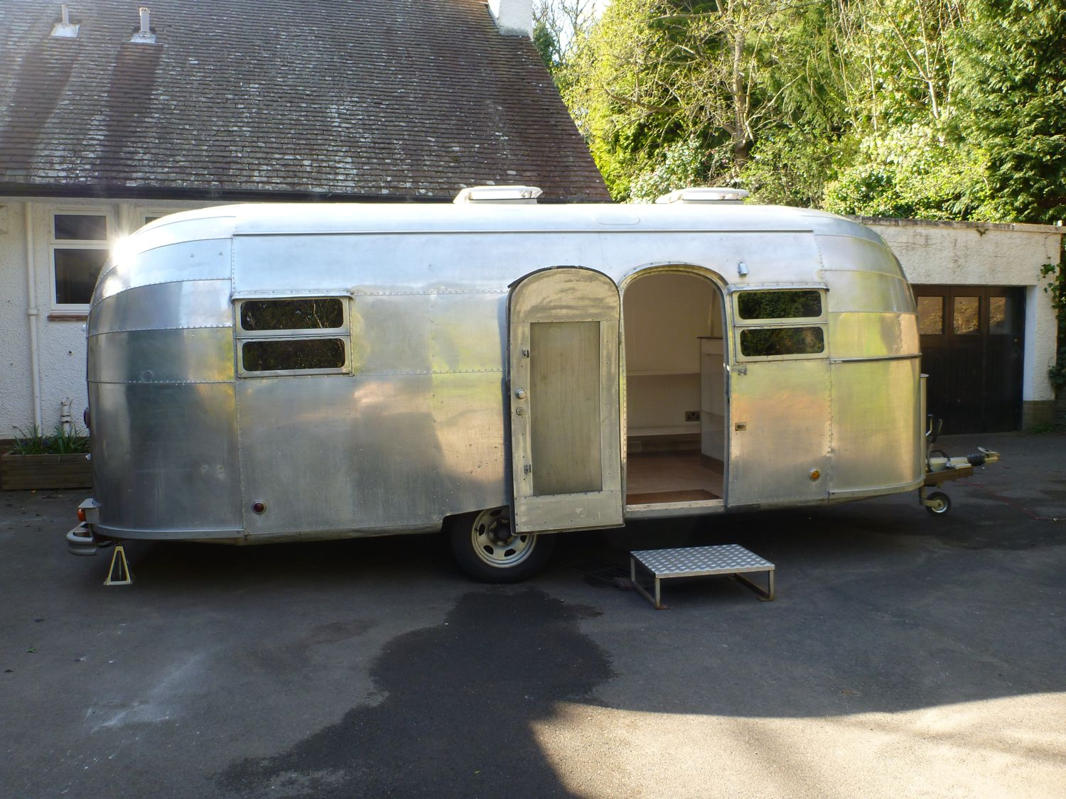 mobile clothing boutique 1952 flying cloud airstream caravan trailer ebay. Black Bedroom Furniture Sets. Home Design Ideas